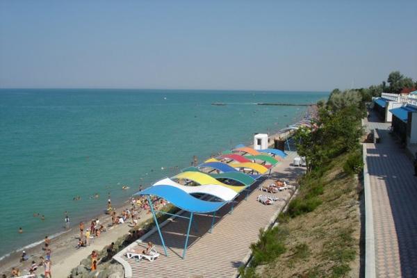 Пляж, примыкающий к территории пансионата