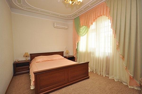 Одна из спален пятикомнатных апартаментов