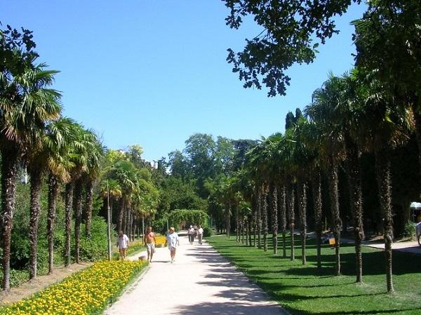 Парковая зона, окружающая курорт «Мисхор»