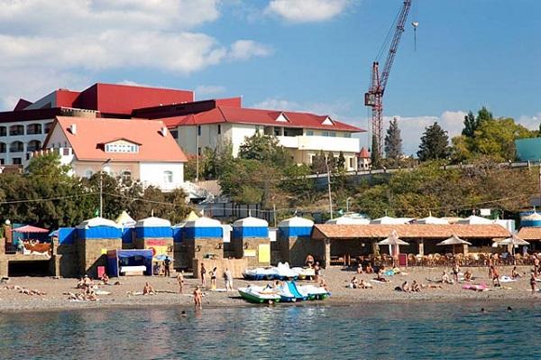 Пляж, примыкающий к территории отеля