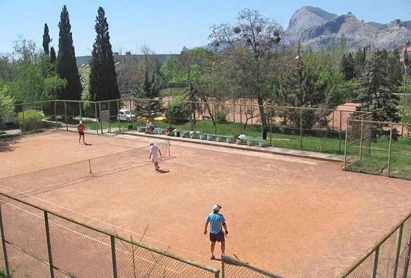 Теннисный корт пансионата