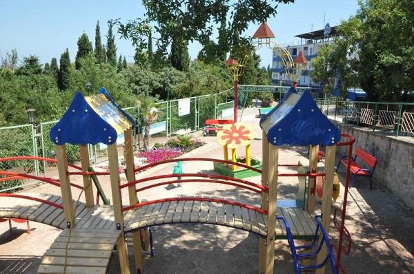 Детская игровая площадка пансионата