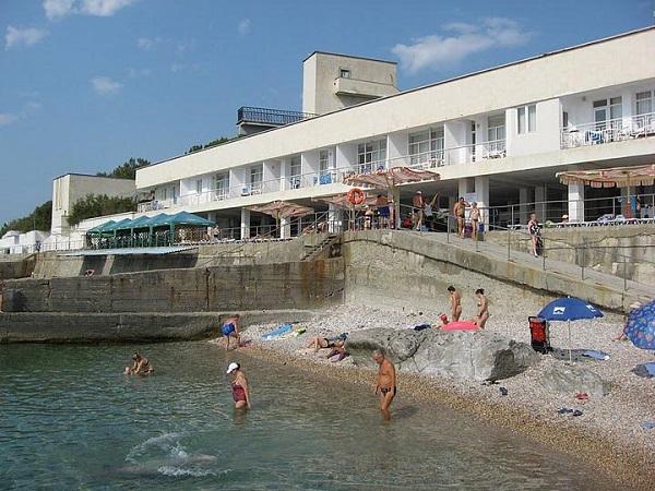 Пляж, прилегающий к территории санатория «Форос»