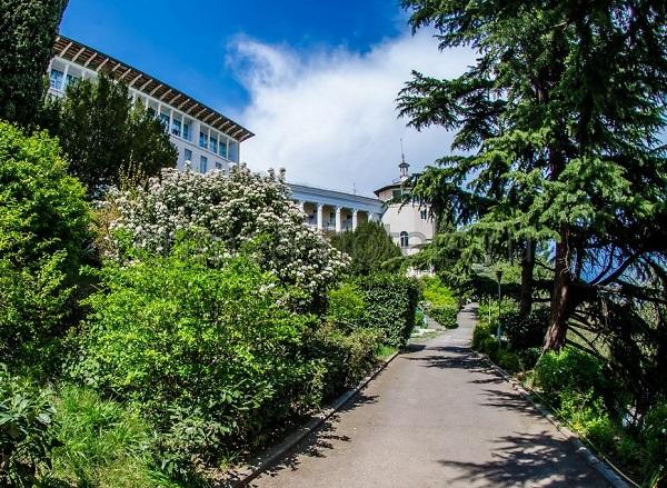 Парковая зона санатория Горный