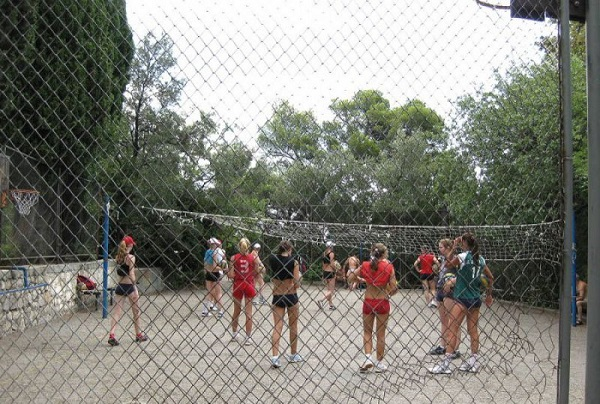 Волейбольная площадка санатория