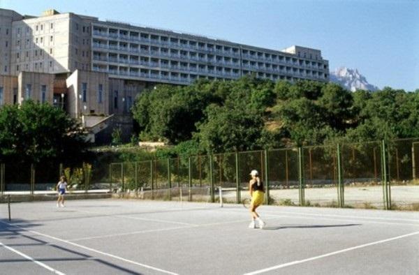 Теннисный корт, находящийся на территории санатория «Южнобережный»