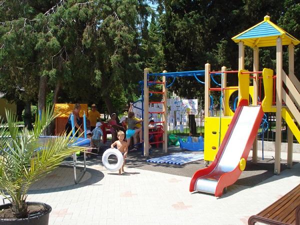 Детская игровая площадка на территории отеля