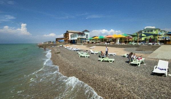 Пляж, прилегающий к территории санатория