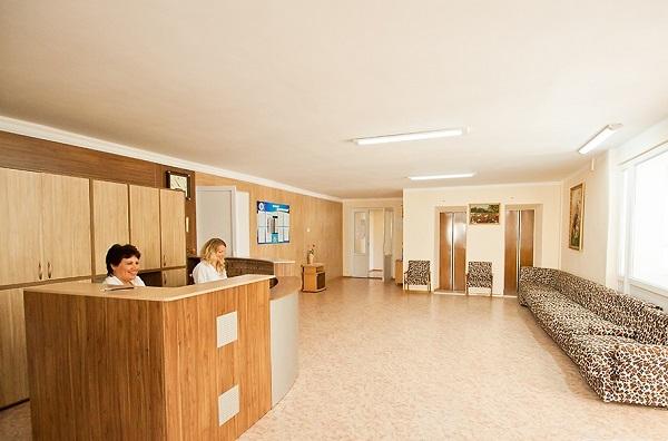 Холл жилого корпуса в санатории