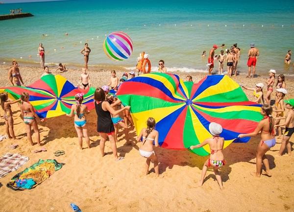 Пляж, прилегающий к территории детского лагеря