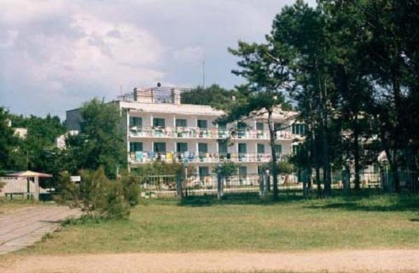 Один из спальных корпусов детского лагеря