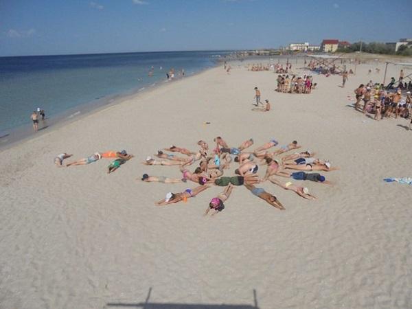 Пляж, принадлежащий детскому лагерю