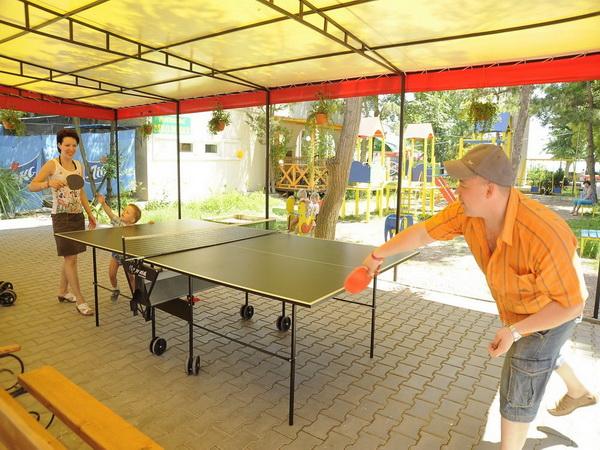 Настольный теннис на территории дома отдыха