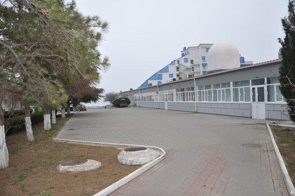 Территория перед гостиницей