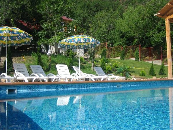 Открытый бассейн гостиницы «Алимова Балка»