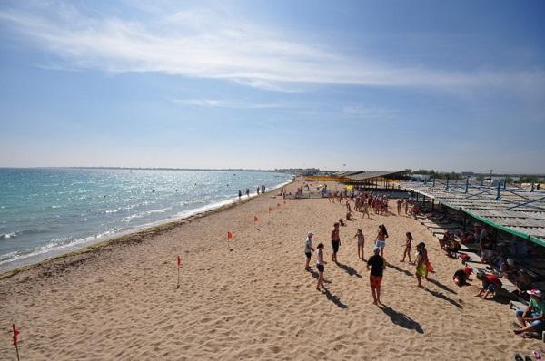 Пляж, прилегающий к территории отеля