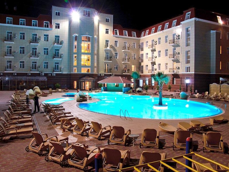 Один из бассейнов отеля «Украина Палас»