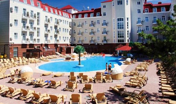 Территория отеля «Украина Палас»