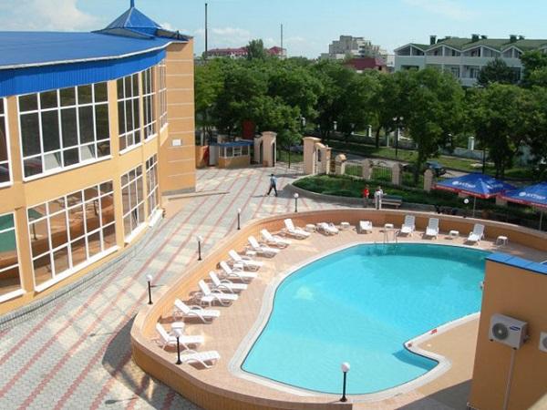Территория отеля «Юлиана»