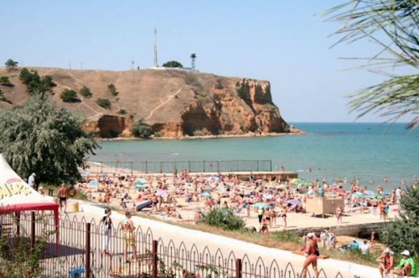 Пляж, прилегающий к территории базы отдыха «Лагуна»