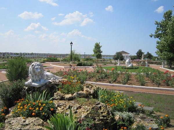 Парк с ландшафтным дизайном санатория