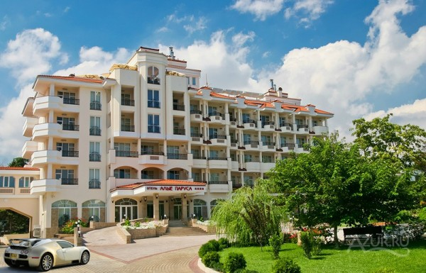 Территория отеля Алые Паруса