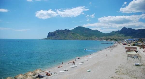 Пляж на территории отеля Арго