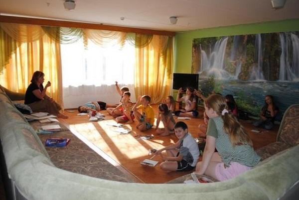 Игровая комната детского лагеря Радость