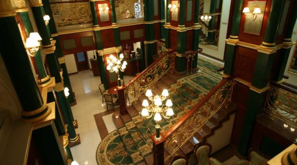 Так выглядит холл отеля «Украина»