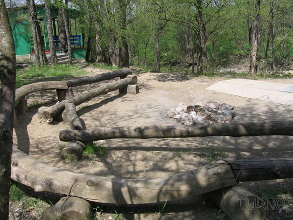 Площадка для вечернего отдыха на турбазе