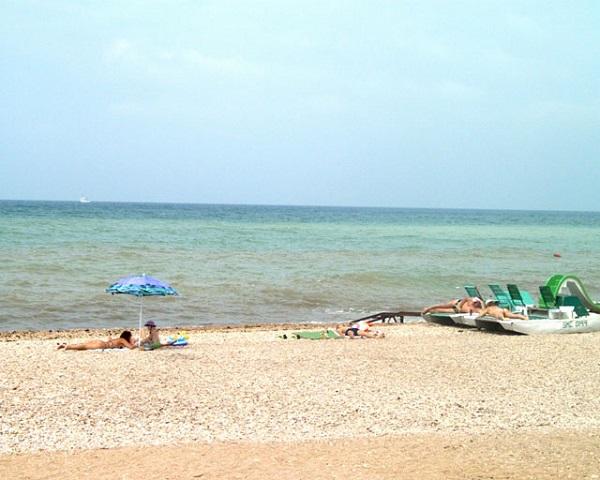 Пляж, принадлежащий санаторию Альбатрос