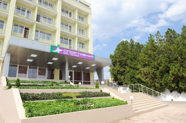 Фасад гостиницы Спортивная