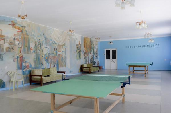 Для любителей тенниса в отеле есть специальное помещение