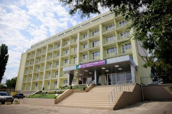 Здание гостиницы Спортивная на фото